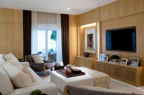 59. Poltronas para sala de tv com tecido cinza e acabamento em capitonê. Fonte: Diana e Katia Brooks