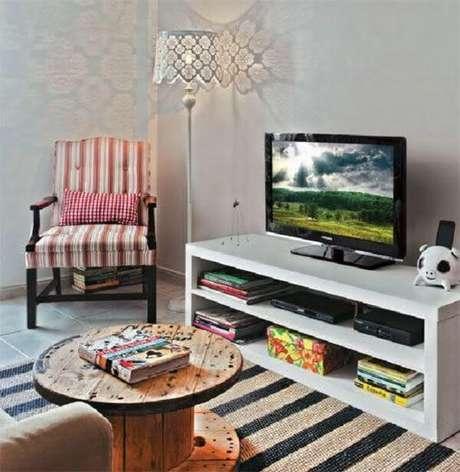 18. Poltronas para sala de tv com design vintage complementa a decoração. Fonte: Pinterest