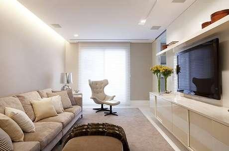 2. Poltrona para sala de TV com acabamento em capitonê. Fonte: Homepedia