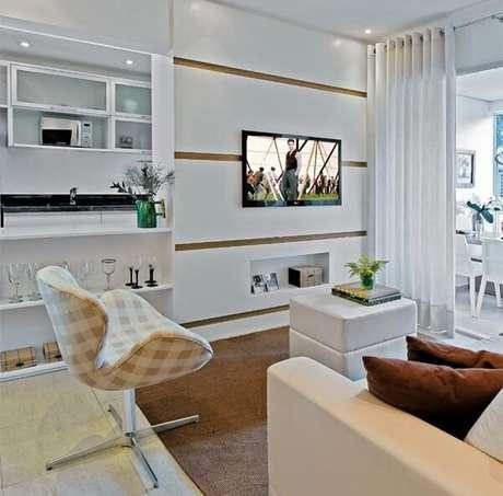 1. Poltronas giratórias para sala de tv com decoração clean. Fonte: Pinterest