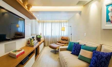 62. Poltronas para sala de tv trazem sofisticação ao ambiente. Fonte: Casa Casada