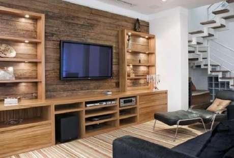 68. Poltronas para sala de tv feitos com tecido de couro. Fonte: Jaquelina Ribeiro
