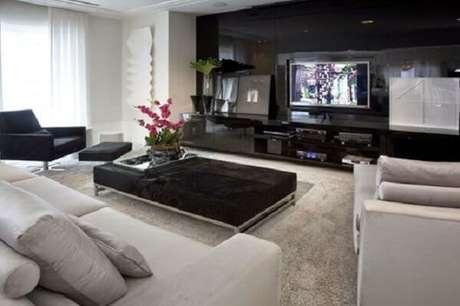 14. Poltronas para sala de tv com descanso para os pés. Fonte: Doce Obra