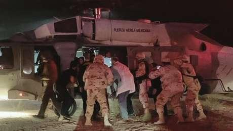 Crianças feridas foram transportadas em helicóptero militar para serem tratadas nos Estados Unidos