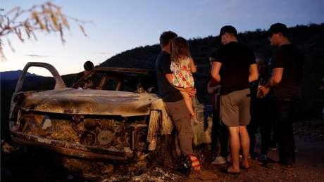 Parentes das vítimas voltaram ao local onde a família foi morta