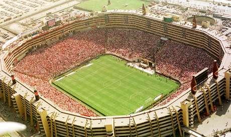 Estádio Monumental de Lima, em 2004