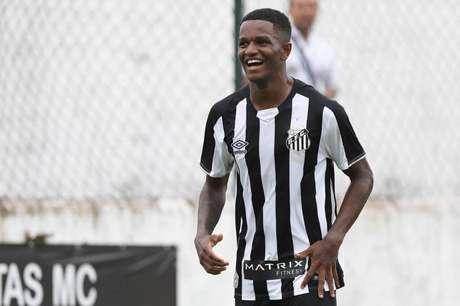 Santos busca primeiro contrato profissional de Renyer (Pedro Azevedo/SFC)