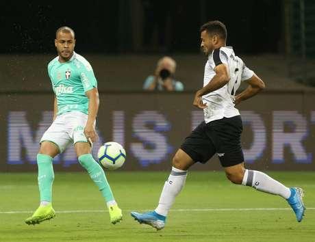 Mayke foi elogiado por Mano Menezes após a partida contra o Ceará (Foto: Cesar Greco/Palmeiras)
