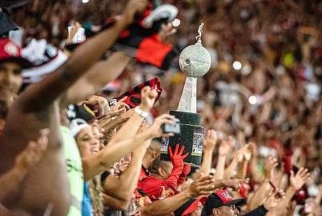 A taça da Libertadores da América: desejo da torcida do Flamengo (Foto: Alexandre Vidal e Marcelo Cortes/Flamengo)