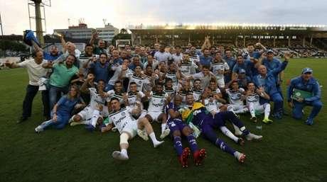 Palmeiras comemora o título brasileiro na última ida a São Januário (Foto: Cesar Greco)