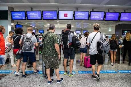 Alarme de bomba fecha terminal de aeroporto de Milão