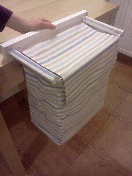 11. Deixar o cesto organizador suspenso é uma ideia interessante. Foto: Etsy