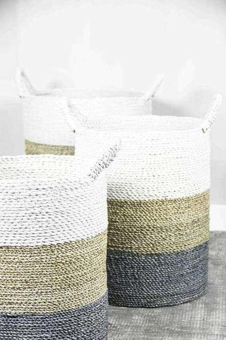 17. O cesto organizador pode ainda ser um item decorativo. Foto: Decora La Maison