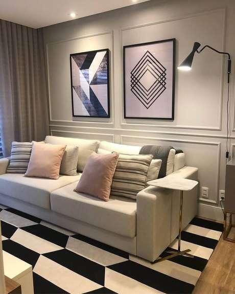 40. Modelo de mesa de apoio para sofá com tampo de mármore – Foto: Juliana Anger