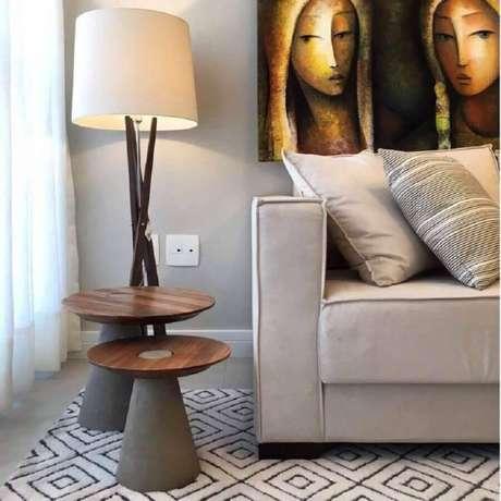 44. Sala decorada com dois tamanhos de mesa de apoio redonda – Foto: Hometeka