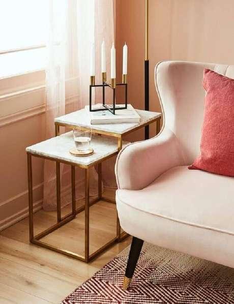45. Sala decorada com sofá com design clássico e mesa de apoio para sofá quadrada – Foto: Structube