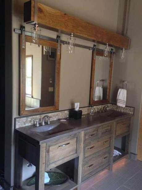 13. O armário de madeira para banheiro recebeu um acabamento especial com lampadas embutidas. Fonte: Home BNC