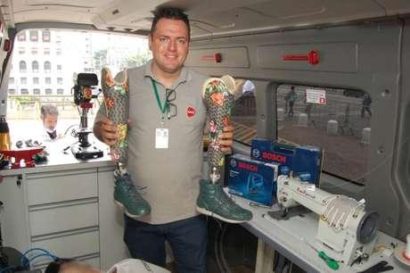 A van do projeto conta com equipamentos para reparo de próteses, além de próteses para substituição. Atendimento será feito por operadores da AACD