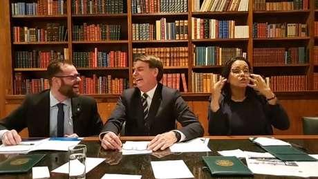 No Facebook, Bolsonaro elogiou edição do Enem