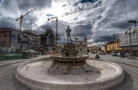 L'Aquila ainda tenta se reconstruir após o terremoto de 2009