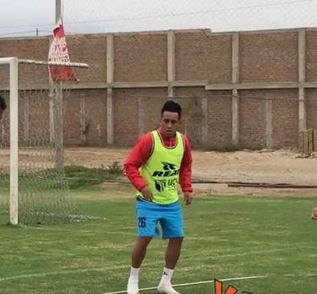 Cueva treinou no Cesar Valejo, do Peru, nesta quinta-feira (Reprodução/Instagram)