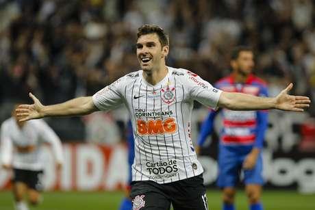 Boselli comemora seu segundo gol na partida.