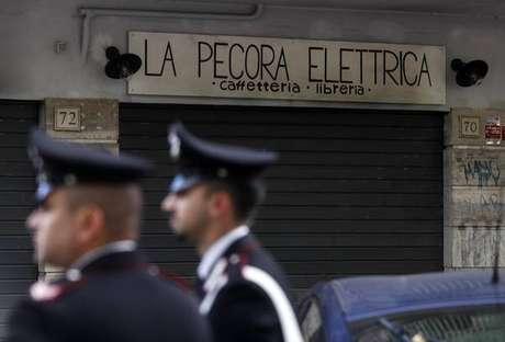Pela 2ª vez, famosa livraria de Roma é atingida por incêndio