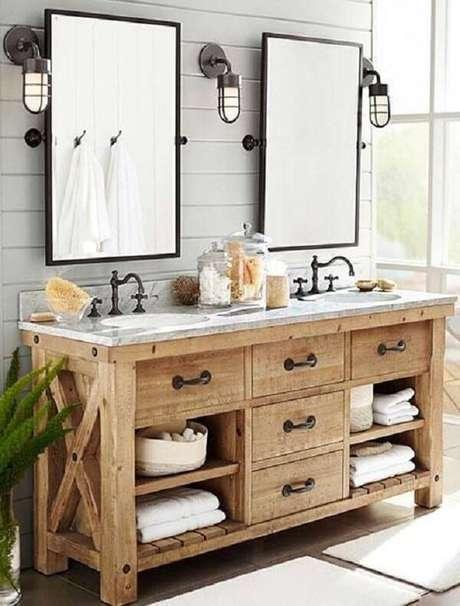 25. Armário de madeira para banheiro com gavetas e vários nichos auxilam na organização do espaço. Fonte: Pinterest