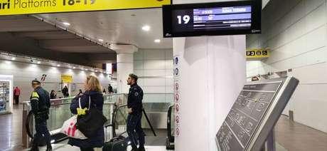 Homem esfaqueia duas pessoas em estação de Bolonha,na Itália
