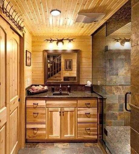 31. O armário de madeira para banheiro auxilia na organização. Fonte: Pinterest