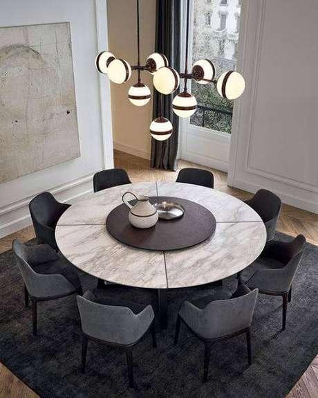 43. A mesa de mármore é perfeita com acessórios escuros. Foto: Pinterest