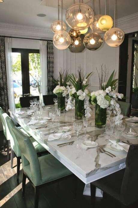 4. A mesa de mármore é muito usada em salas de jantar. Foto: Layjao