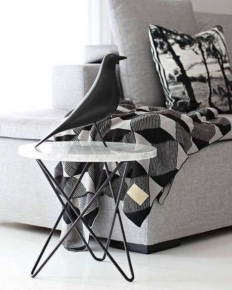 27. Optar por uma mesa de mármore de canto é sempre inteligente. Foto: Instagram