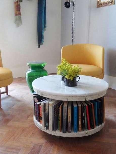 7. A mesa de mármore redonda possui seus benefícios. Foto: Morar Mais Por Menos