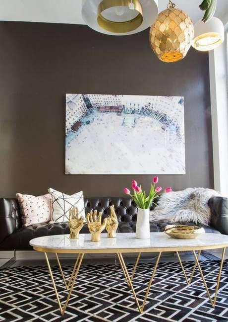 22. No entanto, decorações modernas também podem usar a mesa de mármore. Foto: Decorstore