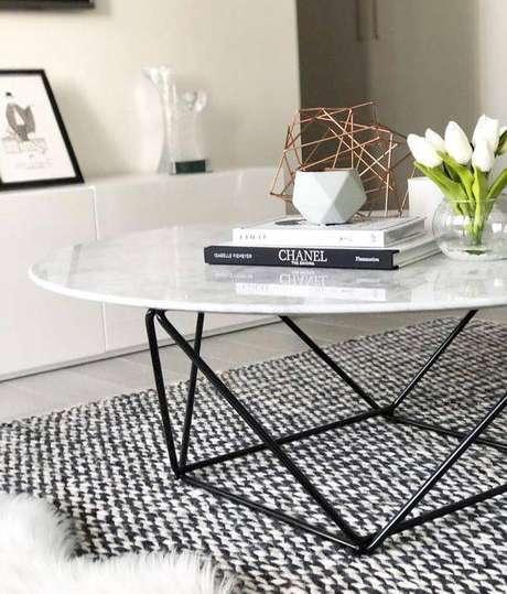 26. A base da mesa de mármore pode ser criativa. Foto: Interior Secrets