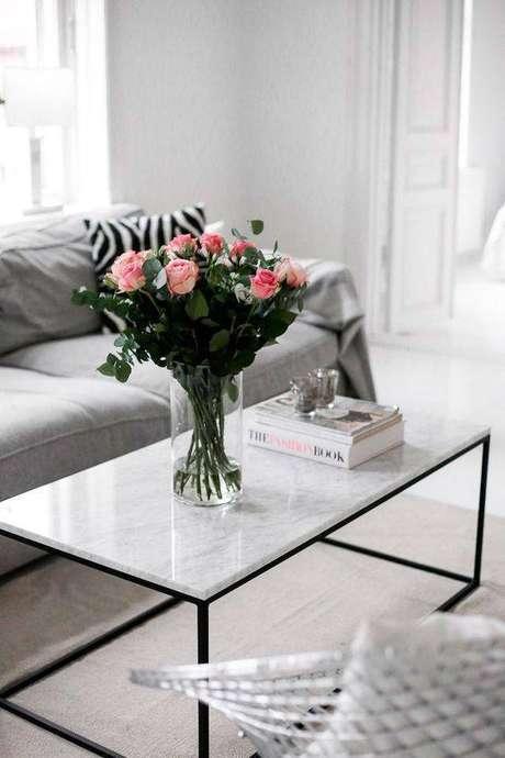 38. A mesa de mármore de centro é uma ótima escolha. Foto: Casa Pensada