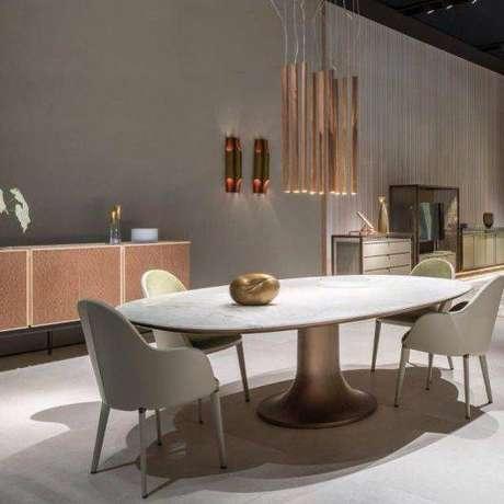 17. Formatos ovais são comuns na mesa de mármore. Foto: Casa e Construção