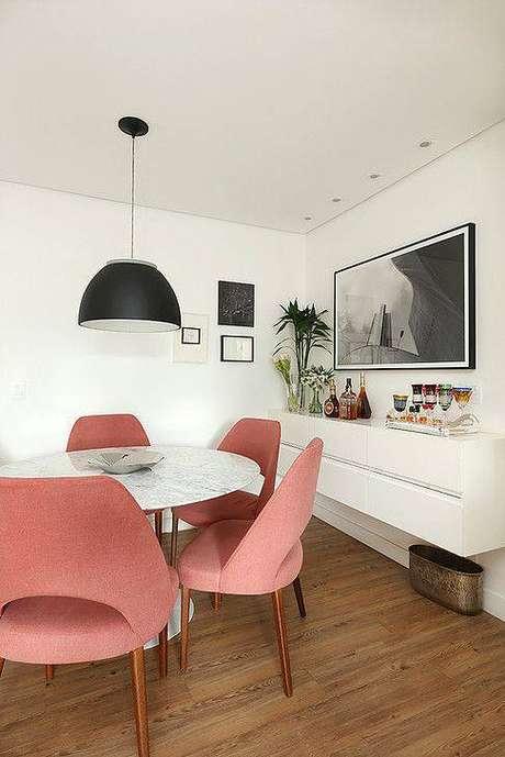 41. Estas cadeiras são perfeitas para mesa de mármore. Foto: Achados de Decoração