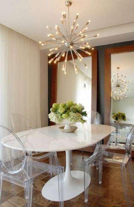 11. Estas cadeiras contrastam com a mesa de mármore. Foto: Pinterest
