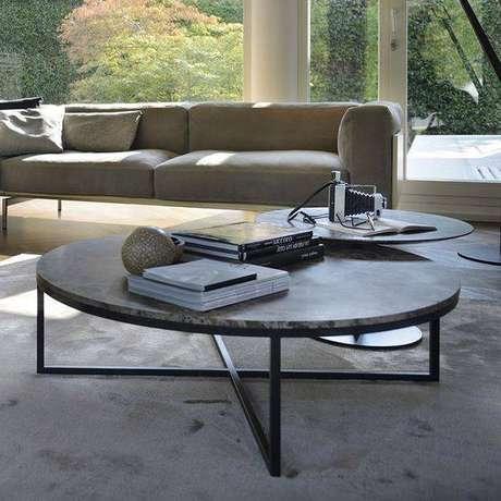 36. A mesa de mármore pode estar em todo o imóvel. Foto: Amode