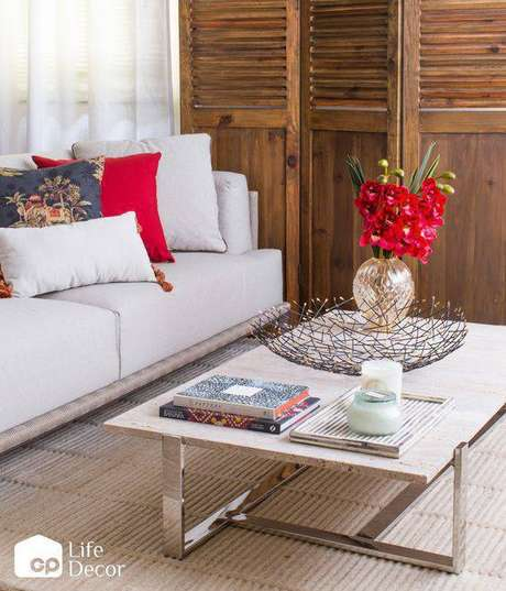 23. A mesa de mármore combina com muitos outros itens. Foto: GP Life Decor
