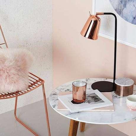 8. A mesa de mármore combina com diferentes decorações. Foto: Casa Pensada
