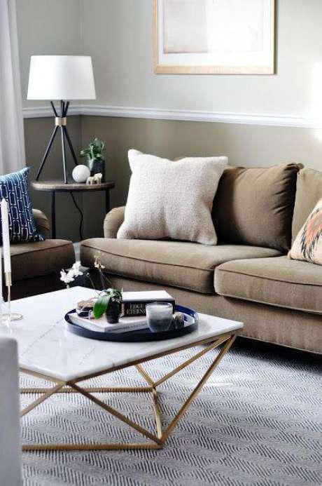 39. A mesa de mármore combina com cores metálicas. Foto: A Home From Home