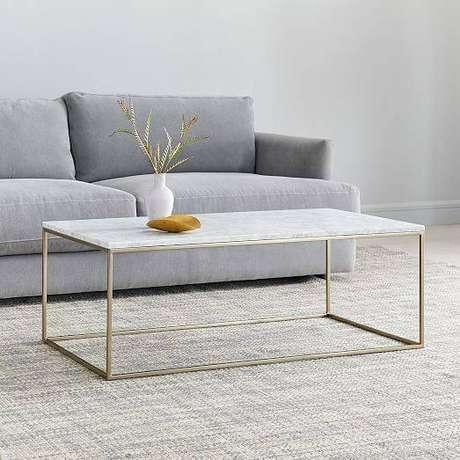 44. A mesa de mármore é perfeita quando possui formatos simples. Foto: Westelm