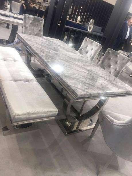 34. A mesa de mármore é perfeita quanto possui a cor certa. Foto: Unique Chic Furniture