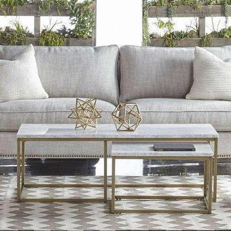 37. Você não precisa usar a mesa de mármore apenas na sala. Foto: All Modern