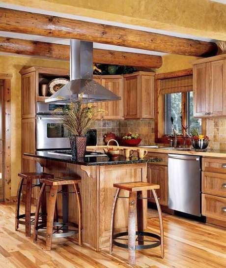 46. Modelo de armário de madeira com encaixe para os eletrodomésticos. Fonte: Pinterest