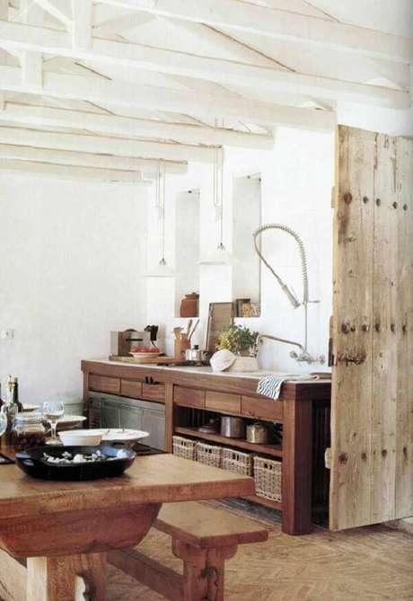 47. Armário de madeira com gavetas e nichos. Fonte: Pinterest