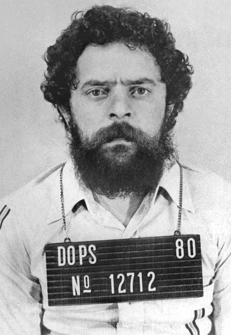 Lula fichado pelo Departamento de Ordem Política e Social (Dops), onde ficou preso por 31 dias em 1980